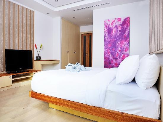 Beachfront Phuket: White Coral Suite's bedroom