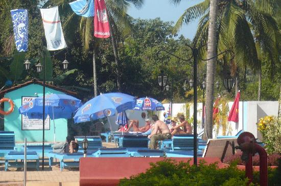 Resort Village Royale: A view of simming pool nearby restaurant