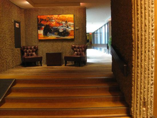 Hotel Bonaventure Montreal: stairs and levels