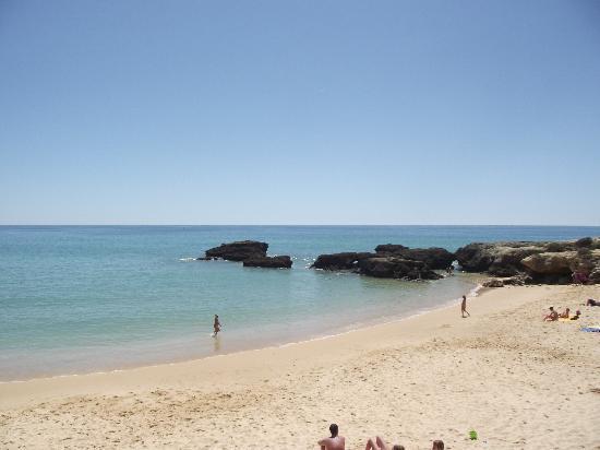 Auramar Beach Resort: Cove beach accessed from Gate at hotel