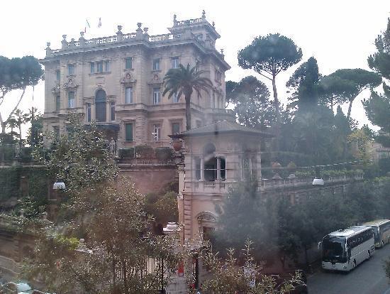Beau Site - Antica Residenza: Palazzo storico, vista da sala colazioni