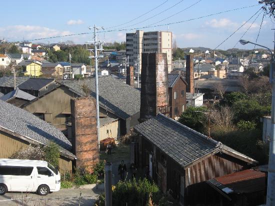 Tokoname: レンガ造りの煙突のある風景
