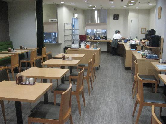 Dormy Inn Express Nagoya: 寮母さん夫婦が運営するような、朝食会場