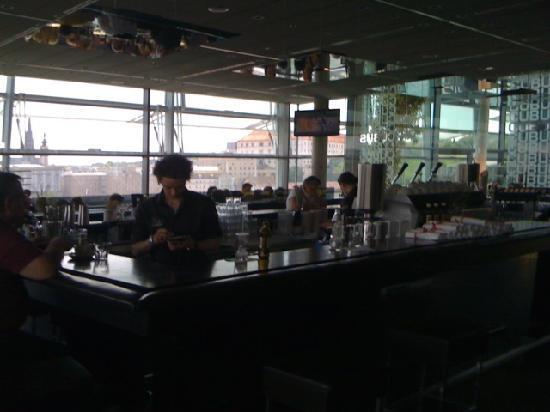 Cubus: Die Lounge mit Donaublick
