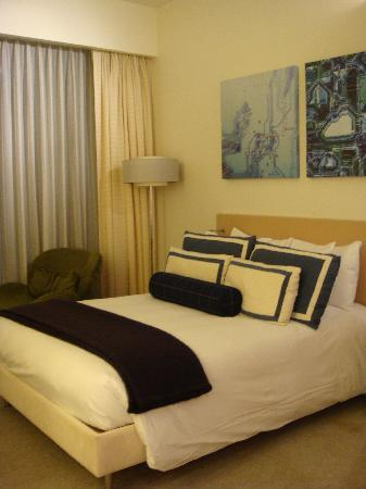 Media One Hotel Dubai: Warm and inviting bed