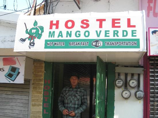 Hostel Mango Verde: Front Gate
