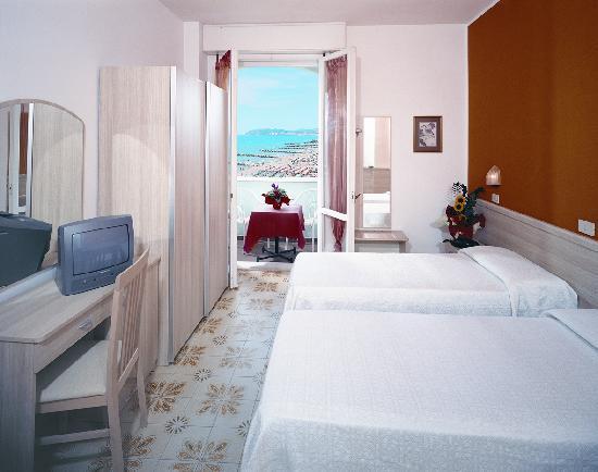 Hotel Alexandra: Camera Cat.Corallo- vista mare laterale