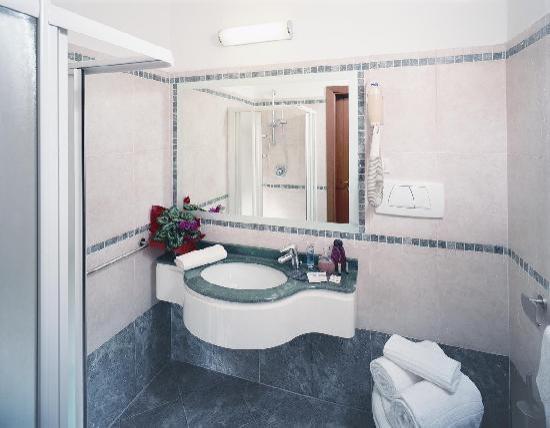 Hotel alexandra misano adriatico provincia di rimini prezzi 2018 e recensioni - Bagni classici con doccia ...