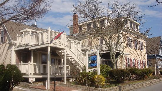 Watership Inn: Front with Sun Deck