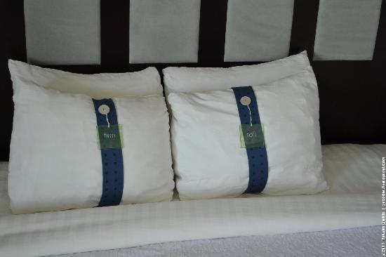 Holiday Inn Denver East-Stapleton: Pillow choice