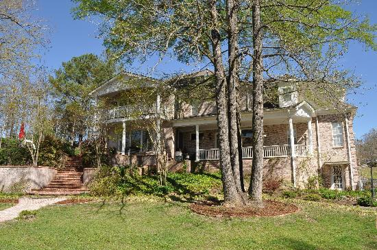 Olive Branch, MS: View of the mansion from the back yard