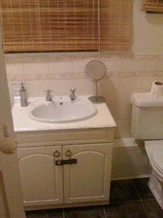 The Portland Arms: shared bathroom