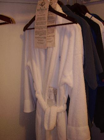 The Inn At Fox Hollow Hotel: Comes with  bathrobes