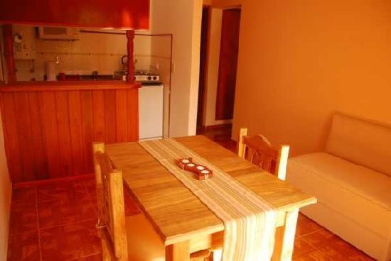 Apart Costa Rivera: Cocina y Comedor