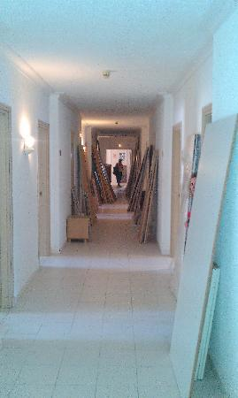 El Mouradi Djerba Menzel: travaux dans les couloirs de l'hotel..(ils refont les chambres).normal
