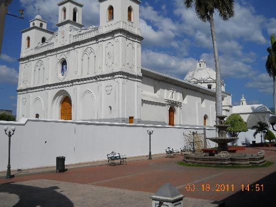 Tipicos Carlita: Cathedral from Restaurant