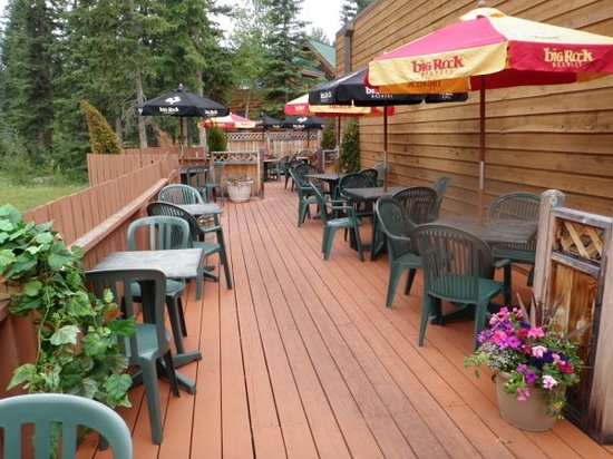 LoKo's Lounge: Beautiful Outdoor Patio