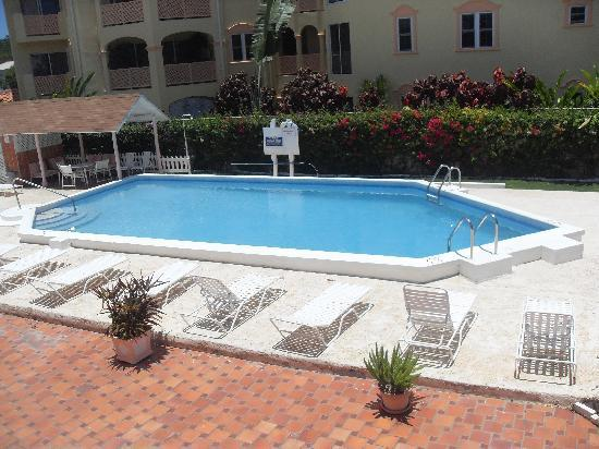 Monteray Apartment Hotel: Pool at Monteray Hotel