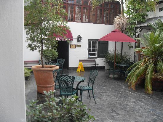 Stellenbosch Hotel: Courtyard at hotel