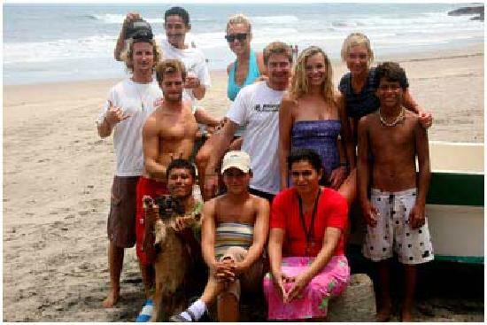 Dale Dagger Surf Lodge: Dale Dagger Staff in front of Lodge