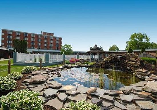 Days Inn Lebanon Valley Hershey Area: pond
