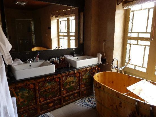 Lingtsang Boutique Hotel : bathroom