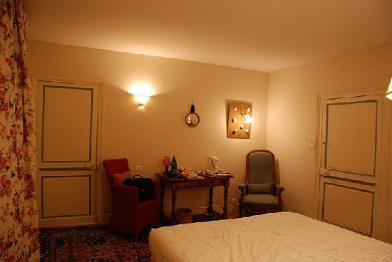 Manoir de Graincourt : our bedroom again  (suite fleurie)