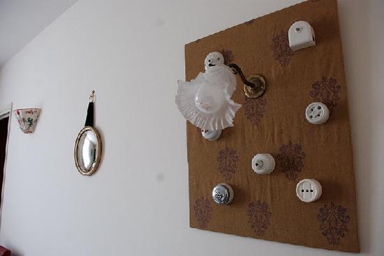 Manoir de Graincourt : stylish wall decoration