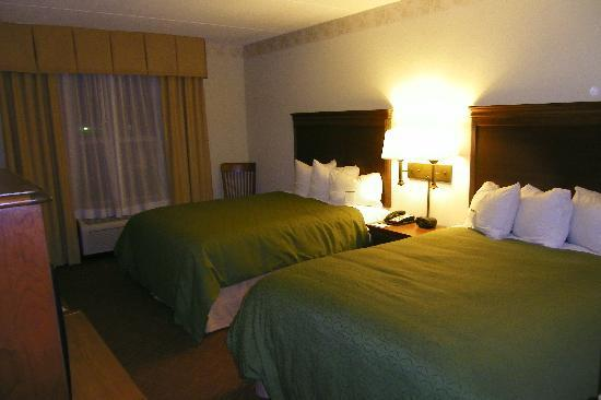 Country Inn & Suites By Carlson, Potomac Mills Woodbridge, VA: Comfortable Beds