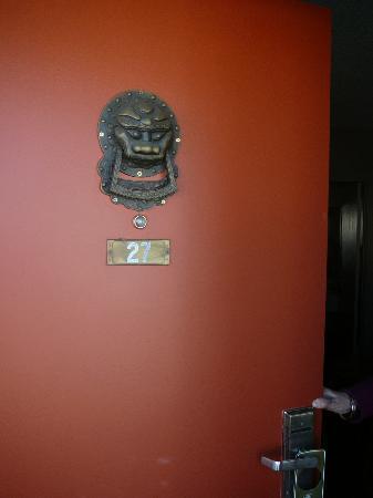 Royal Pagoda Motel: Parte externa puerta Hab 27