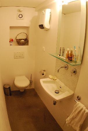 Maison Lumani: Restroom