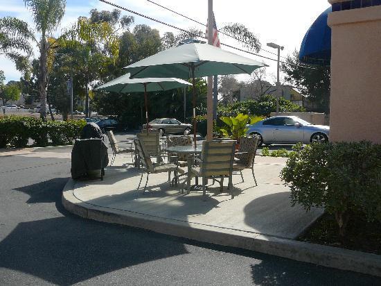 Rodeway Inn - Encinitas: Mesas para tomar sol