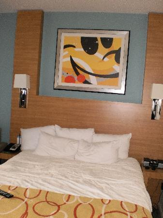 Bay Lake Tower At Disney's Contemporary Resort: Bed