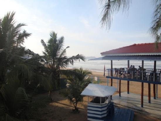 Samaru Beach House : Restaurant overlooking the beach