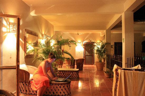 Hotel La Quinta del Sol: upper balcony