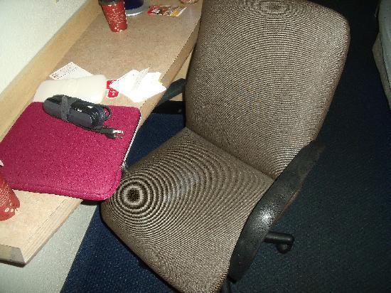 رد روف إن روتشستر - هنريتا: The gross chair