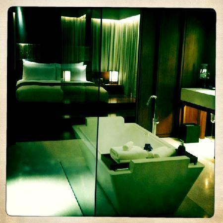 Hansar Bangkok Hotel: The suite