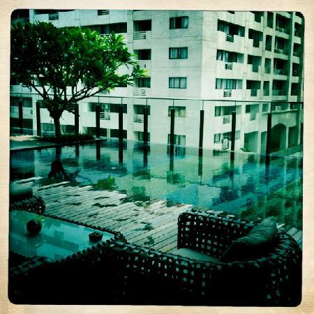 Hansar Bangkok Hotel : The pool