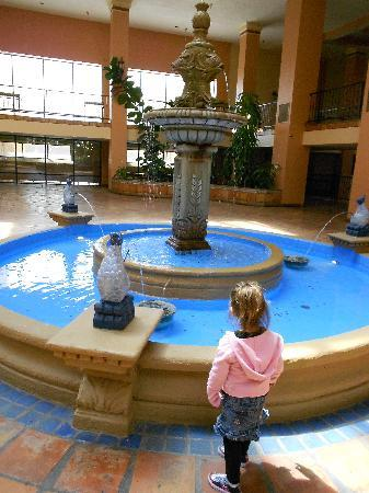 Barcelona Suites: The fountain in the breakfast  room-beautiful attraction and my kids loved it
