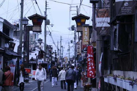 Kurokabe Square: 街中