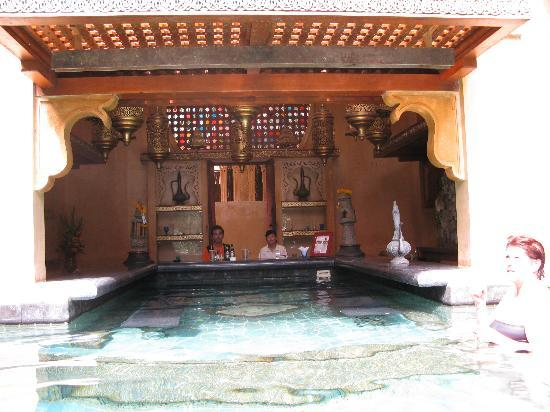 Sawasdee Village : un des deux bars piscine