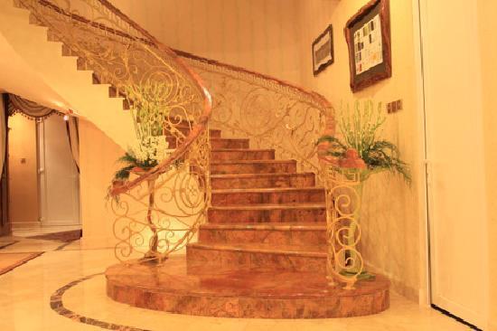 Balmoral Mansion Bali : Staircase