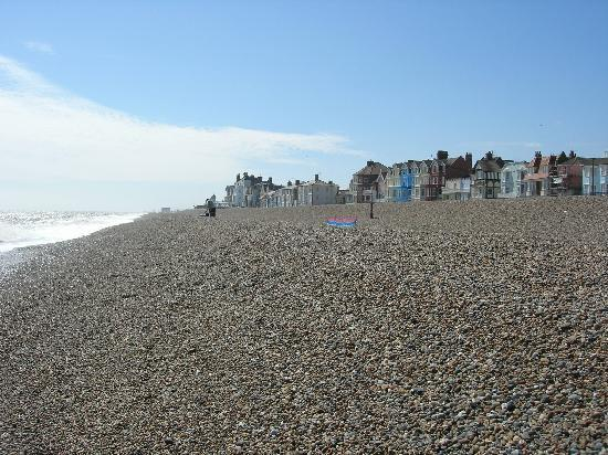 Eaton House B&B: View of Aldeburgh beach