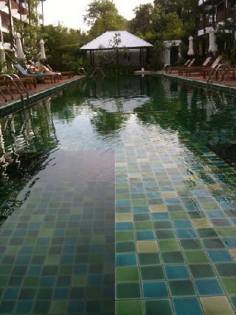 Maryoo Hotel : empty pool! come on, where are ya???
