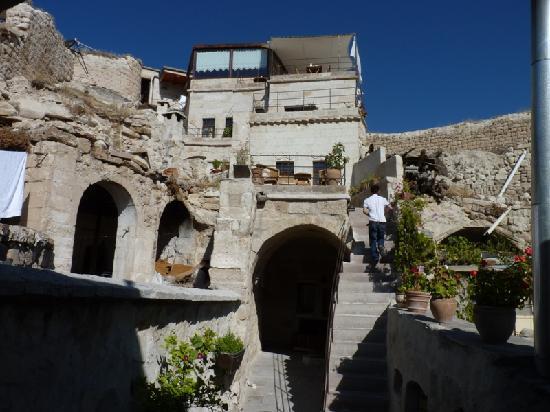 Aydinli Cave Hotel: Vue sur l'hôtel depuis la réception