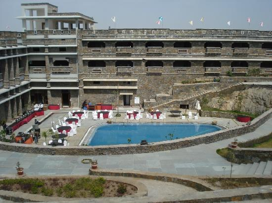 Ramada Udaipur Resort and Spa: Pool