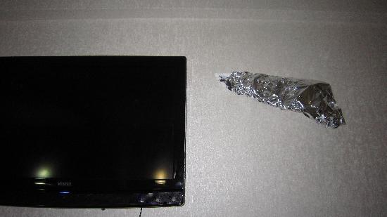Grand Madrid Hotel: Wires coming out of the wall, covered in alfoil