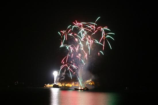 Τζέρσεϋ, UK: Fireworks over Elizabeth Castle
