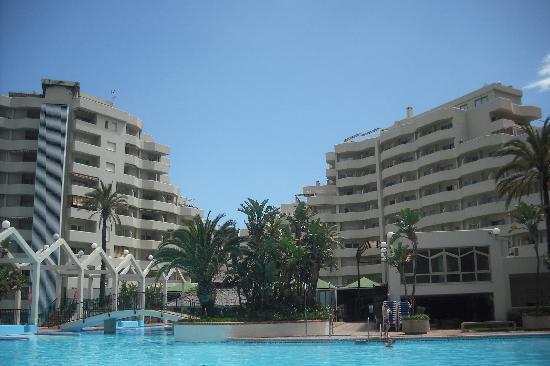 Benal Beach Complex: Rückseite mit Pool