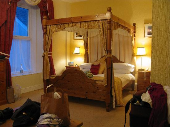Wolfscastle Country Hotel and Restaurant: Lovely, comfortable  bed